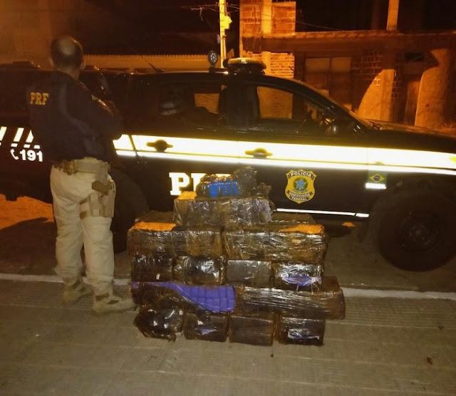 Dois Homens foram presos em uma van transportando quase 300kg de drogas no Sertão
