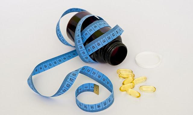 gambar obat diet berwarna keemasan