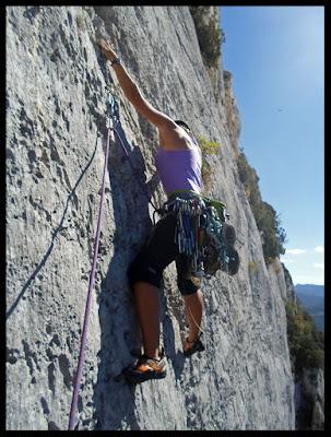 Vía Pitxe en Peña Karria, escalando