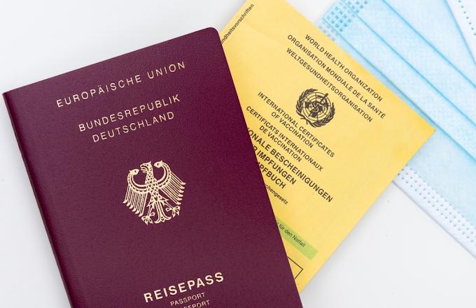 Alcuni Paesi usano già il passaporto vaccinale