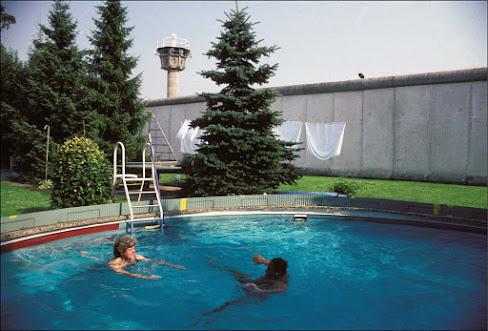 Berlin Duvarından Havuza Atlamak