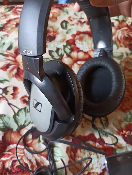 Sennheiser HD 206 ear cuff tilt