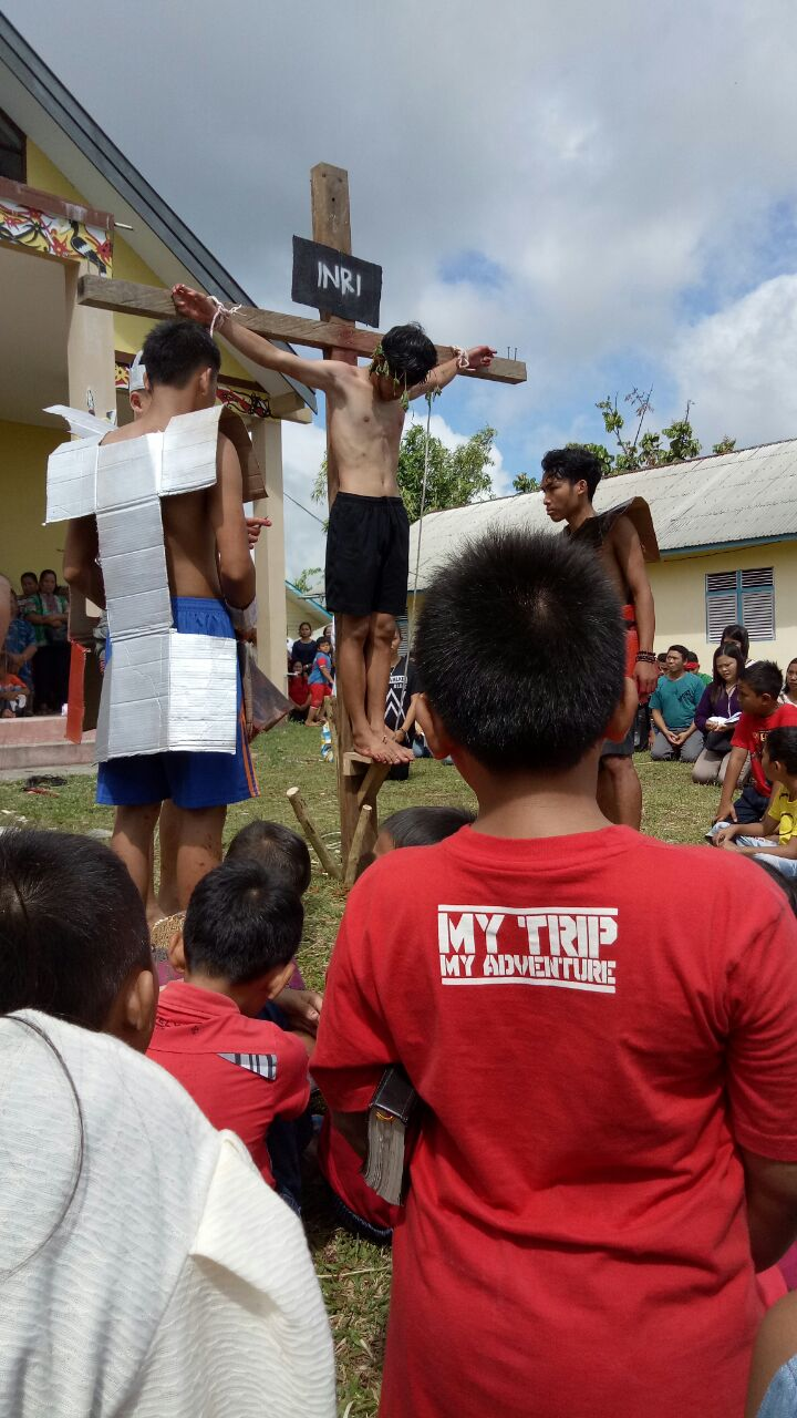 Foto 6: Jumat Agung Gereja Santo Theodorus Kecamatan Nanga Mahap (Yuliani).