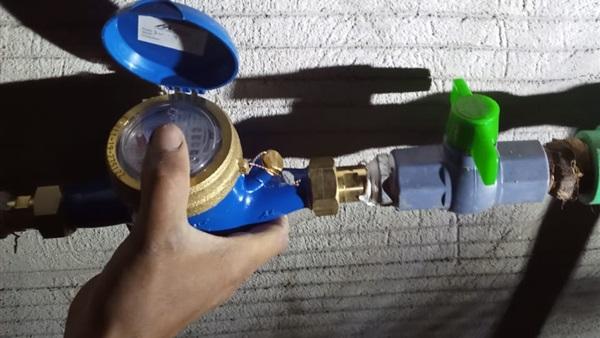 توصيل وتركيب 43 عداد مياه لمحدودى الدخل بالبحيرة