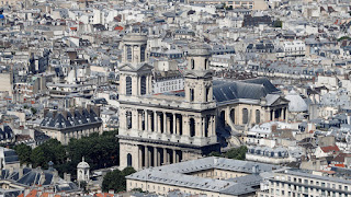 Igreja histórica de São Sulpício em Paris pega fogo