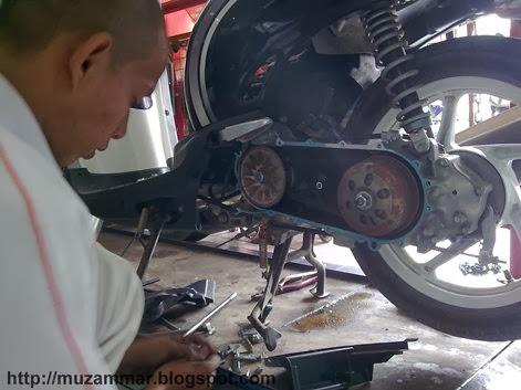 Pengalaman pertama service di bengkelnya AHASS . . kok pricelist Honda CBR 150R tidak terlihat?