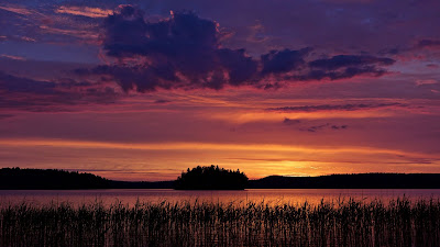 Free colorful Twilight Sky Over Lake wallpaper