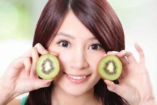 Image result for manfaat buah kiwi Membantu pencernaan Anda dengan Enzim