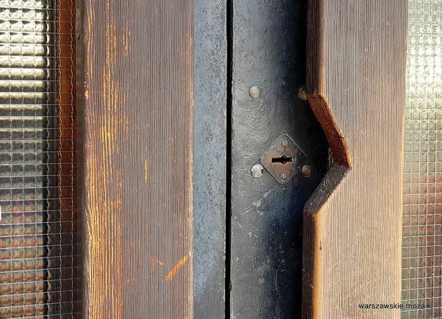 Warszawa Warsaw modernizm architektura architecture lata 60 Jan Bogusławski Bohdan Gniewiewski sgraffito Czesław Wielhorski Stare Miasto modernistyczny klucz drzwi