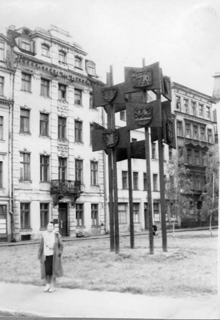 1971 год. Рига. Гербы городов-побратимых Риги на площади 17 Июня