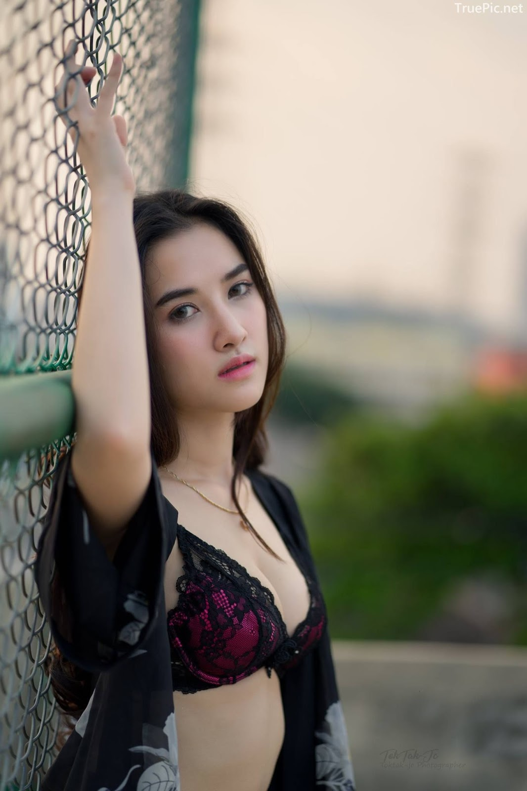 Thailand sexy angel Ploywarin Tippakorn - Black-pink bra and jean on sunset - Picture 3