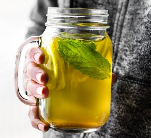 Zingy Turmeric Ginger Lemonade with Mint #drinks #paleo