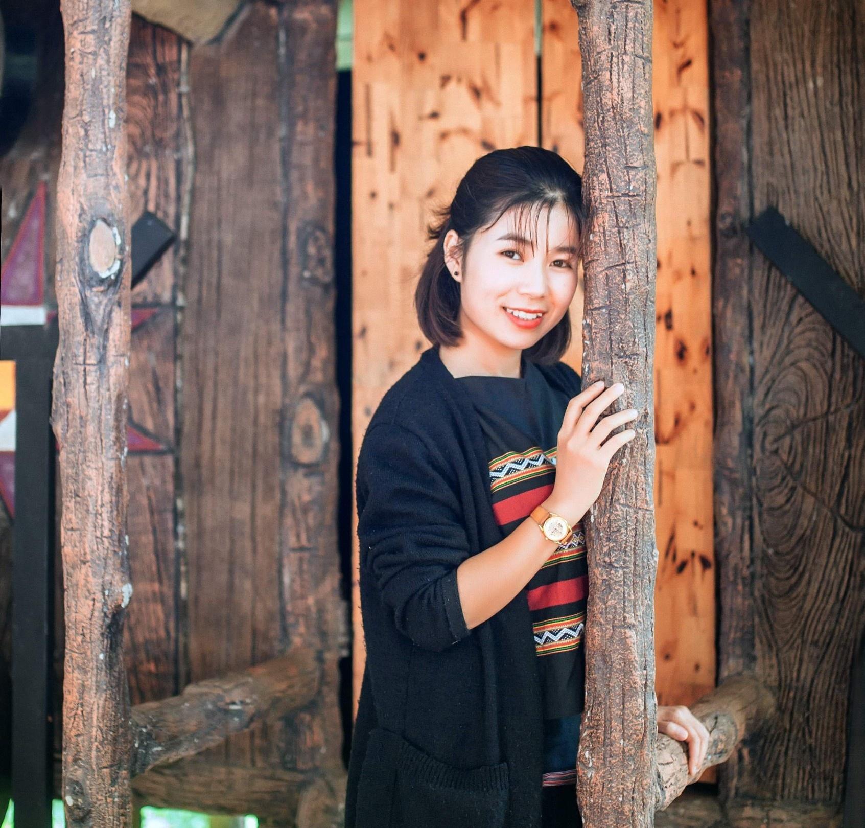 Nguyễn Thị Thùy Trang tại làng homestay Kon Pring