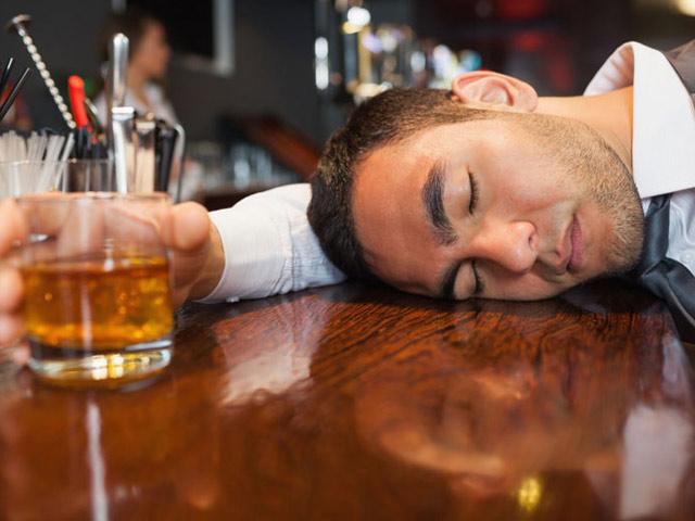 Uống thuốc bổ gan đúng cách mỗi ngày là công cụ hỗ trợ đắc lực cho những con sâu rượu