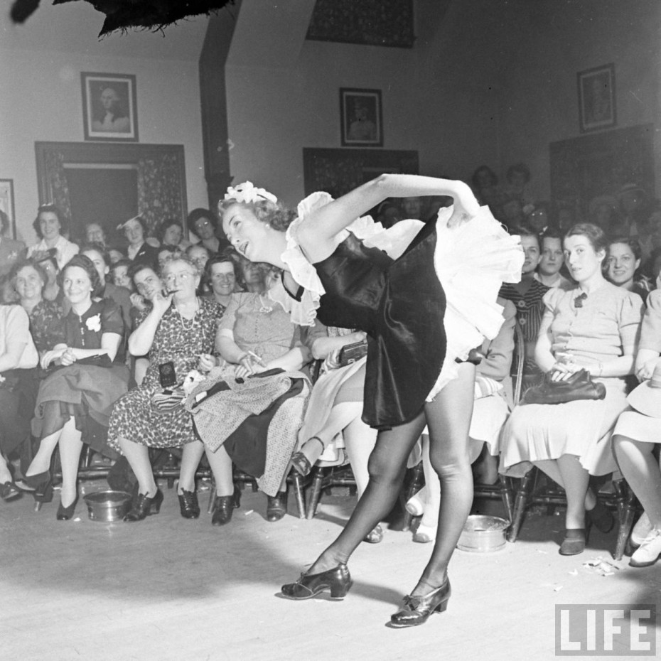 25 Incredible Vintage Photographs Capture A Ladies Smoker