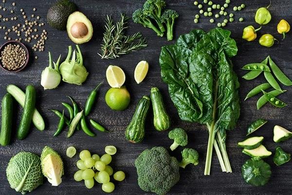 हरे पत्ते वाली सब्जियो से गंजे सिर पर बाल उगाने का नया तरीका