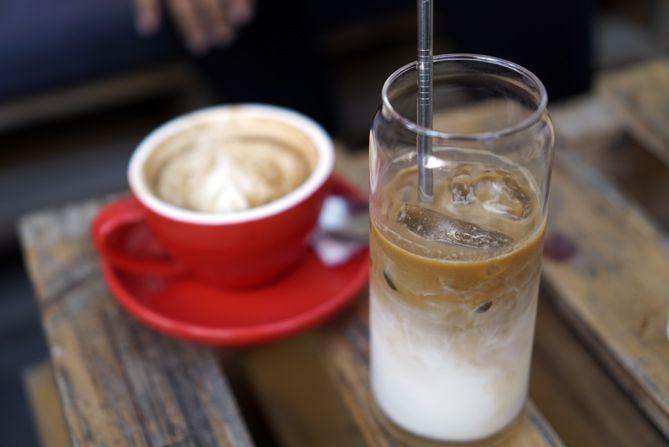 Latte dan Es Kopi Susu Hanoman