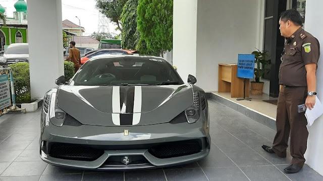 Belum Laku Dilelang Bikin Jaksa Banting Harga Ferrari Selundupan