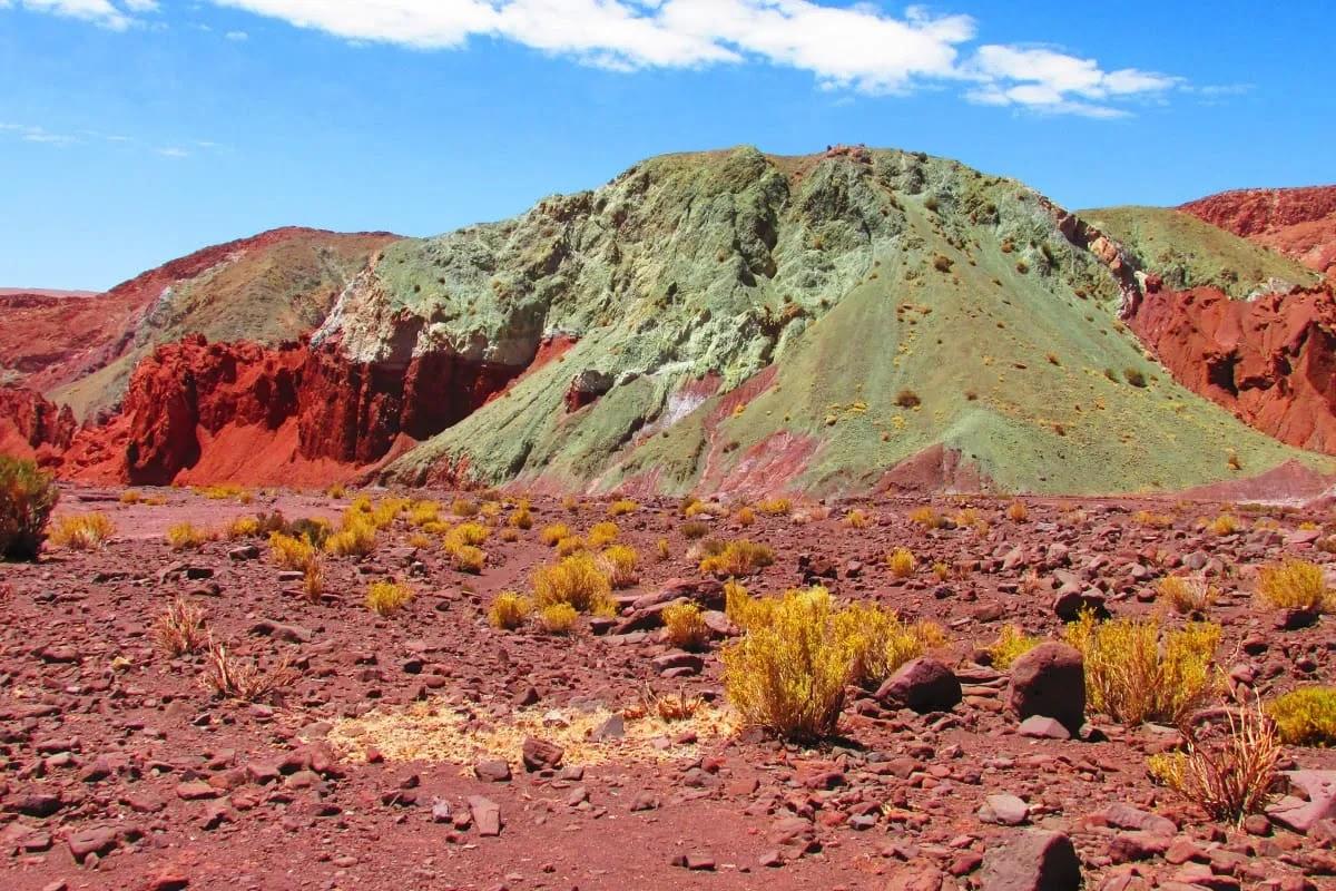Долина радуги в пустыне Атакама в Чили