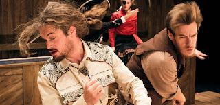 """""""Το κυνήγι της ευτυχίας"""", από το Nature Theater of Oklahoma - EnKnapGroup, σε κείμενο και σκηνοθεσία Pavol Liska και Kelly Copper."""