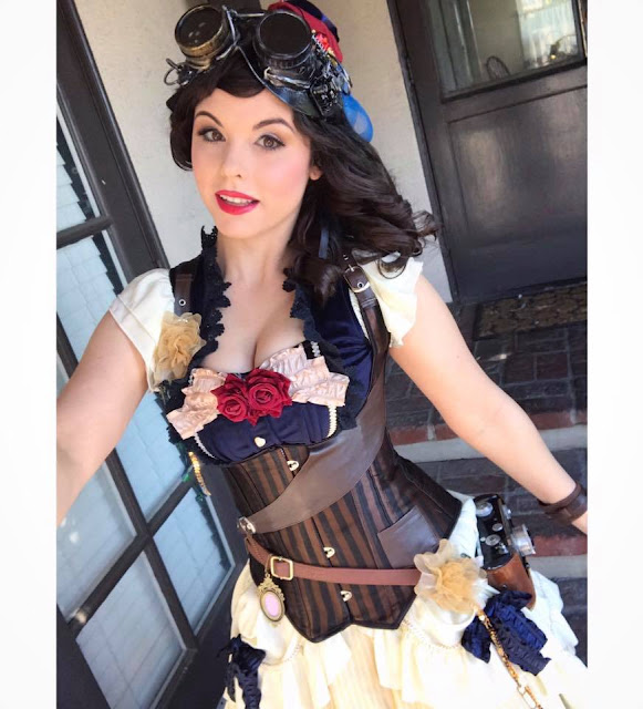 Cosplayer dressed as Steampunk Snow White from the Steampunk Disney Princesses. Steampunk costumes for women.