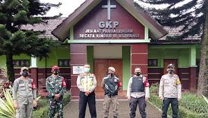 Personil Polsek Pangalengan Polresta Bandung, Pengamanan Ibadah di Gereja Imbau Jemaat Patuhi 3M