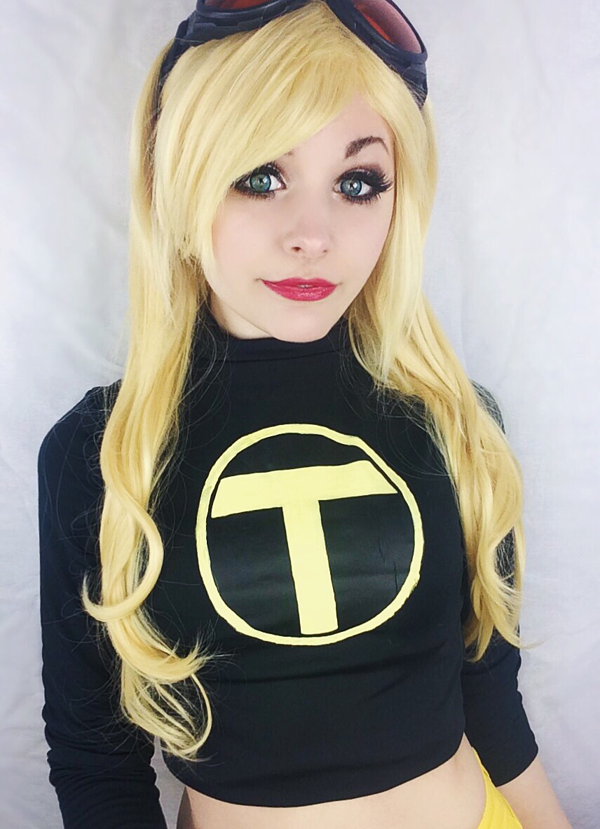 Terra Cosplay Teen Titans