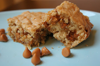 http://www.toffeebitsandchocolatechips.com/salted-oatmeal-butterscotch-bars/#.VsEynOaE2Wc