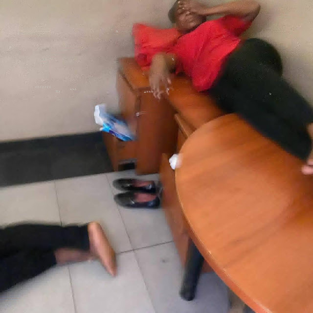 Lagos State High Court workers filmed sleeping behind the reception desk during work hours (Watch video)