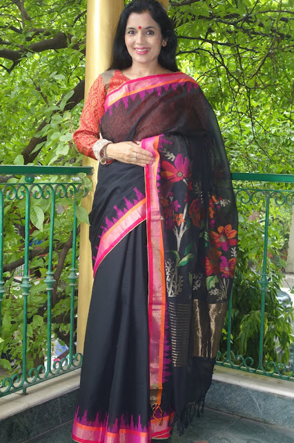 Buy Black Jamdani Ponduru Charkha Khadi saree from Sohum Sutras