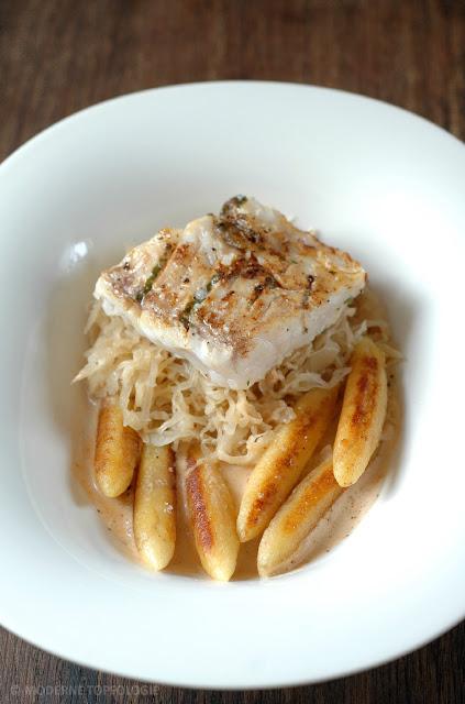 Fisch mit Sauerkraut und Schupfnudeln