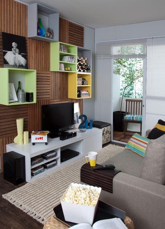 Decoração de sala de estar moderna com nichos