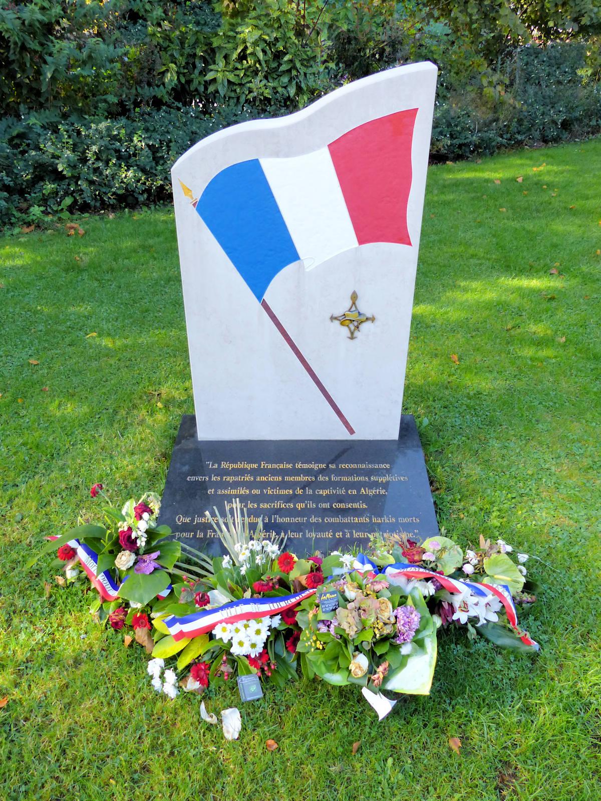 Stèle en Hommage aux Harkis - Tourcoing, Place de la Victoire