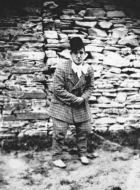 1910 circus clown photograph