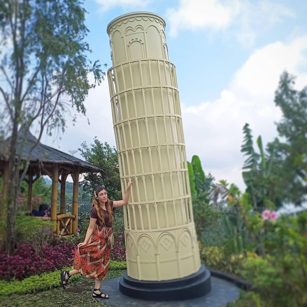 Landmark Menara Pisa sunrise Hill Gedong Semarang