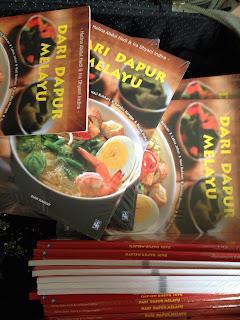 Akhirnya Dapur Maklang Bukan Lagi Hanya Di Alam Maya Dah Dijadikan Buku Alhamdulillah Tapi Diterbitkan Indonesia So Ni Dalam Bahasa