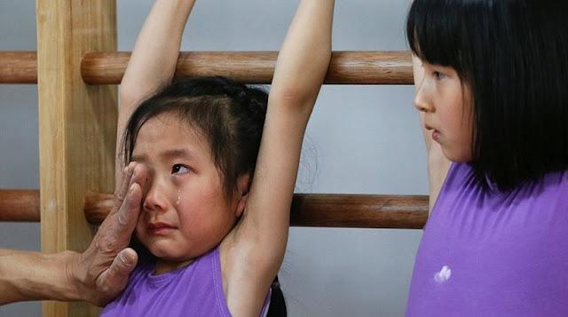 Σκληρές εικόνες στην Κίνα: Υποφέρουν 6χρονα παιδιά για να γίνουν Ολυμπιονίκες