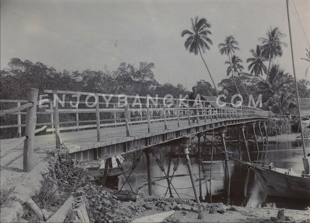 Jembatan-Kurau-di-Sungai-Kurau-enjoy-bangka