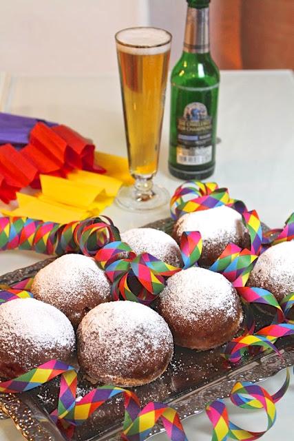Berliner, Krapfen, Fastnachtsküchle, Kreppel, Pfannkuchen - Alaaf und Helau!