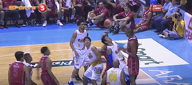 James White NASTY Poster Dunk On Raymond Almazan! (VIDEO)