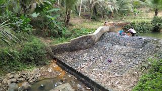 Kekeringan Melanda Desa Mekarsari, Warga Mulai Menggunakan Air Sungai