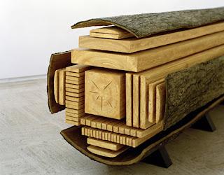 Arte con un tronco de madera.