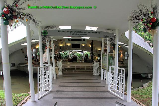 main entrance, Greenbelt Chapel, Greenbelt shopping mall, Makati, Manila, the Philippines