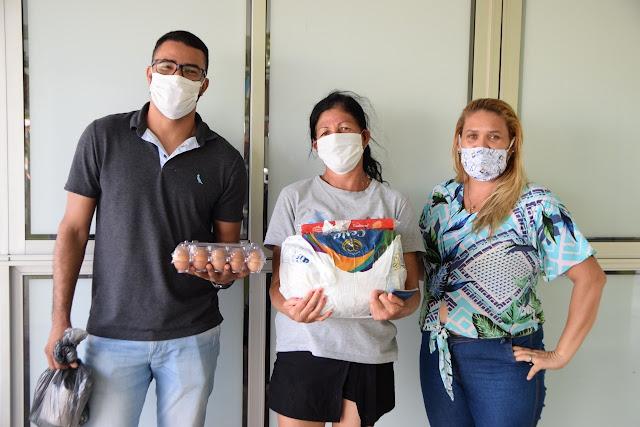 LEM: Famílias do Sol do Cerrado e Santa Cruz recebem cestas básicas