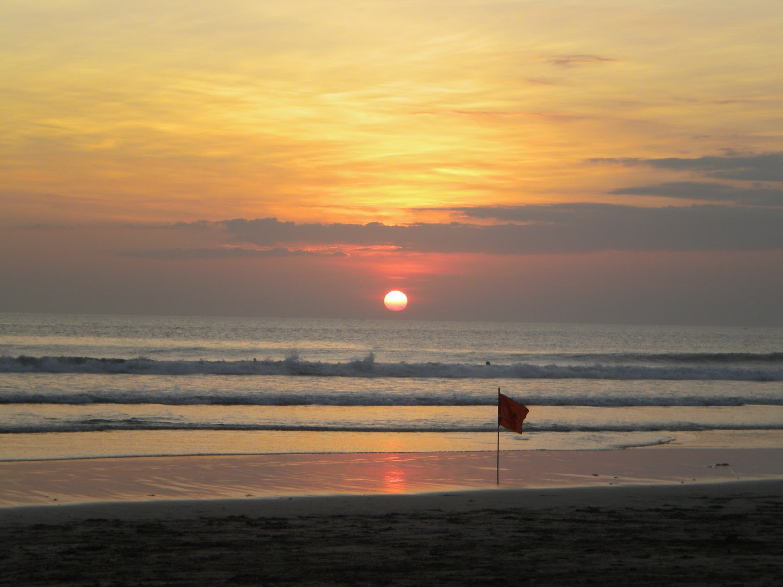 Fotofoto Perjalanan Sunset di Pantai Kuta  Legian