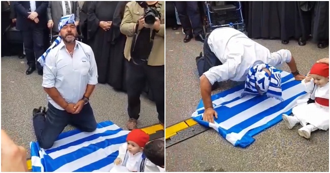Έλληνας της Αυστραλίας σκύβει και φιλάει την ελληνική σημαία για την Μακεδονία