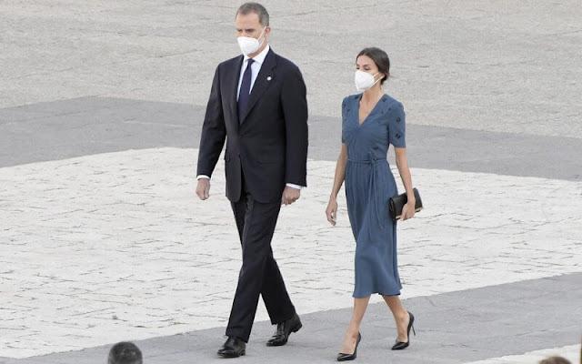 Queen Letizia wore a v-neck embroidered crepe dress from Bottega Veneta. Prada leathers pumps, Carolina Herrera clutch bag