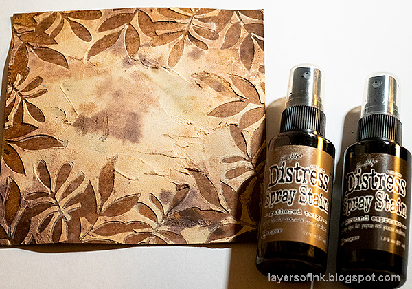 Layers of ink - Past Times Wall-Hanger Tutorial by Anna-Karin Evaldsson. Mist the paper.