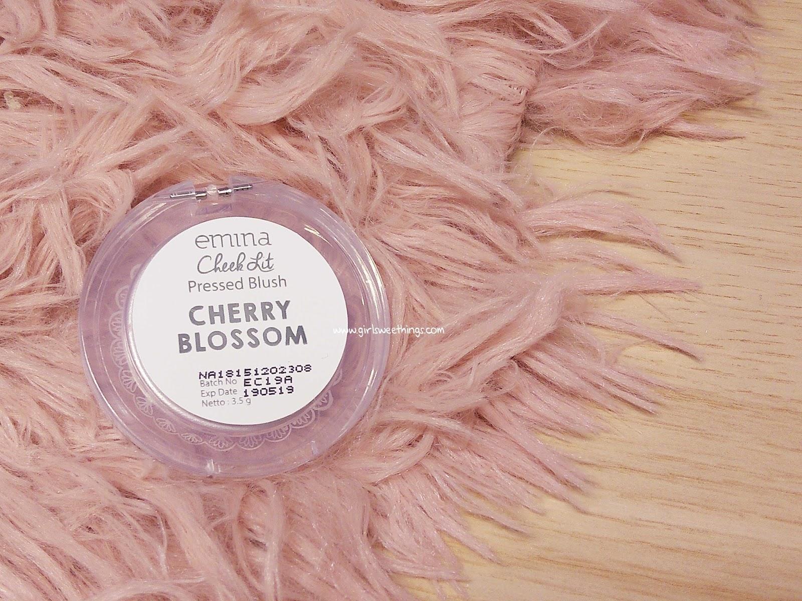 Review Emina Cheeklit Pressed Blush Girlsweethings Overall Saya Cukup Suka Dengan Packagingnya Yang Simple Dan Cute Memang Terkenal Desain Imut Nan Gemaaasshh