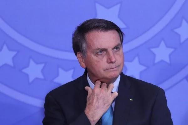 """Bolsonaro nega """"ambição pelo poder"""" e diz viver em """"prisão domiciliar"""""""